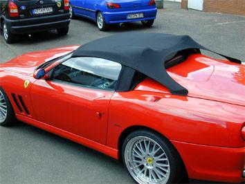 Ferrari Barchetta 550 mit geschlossenem Softtop