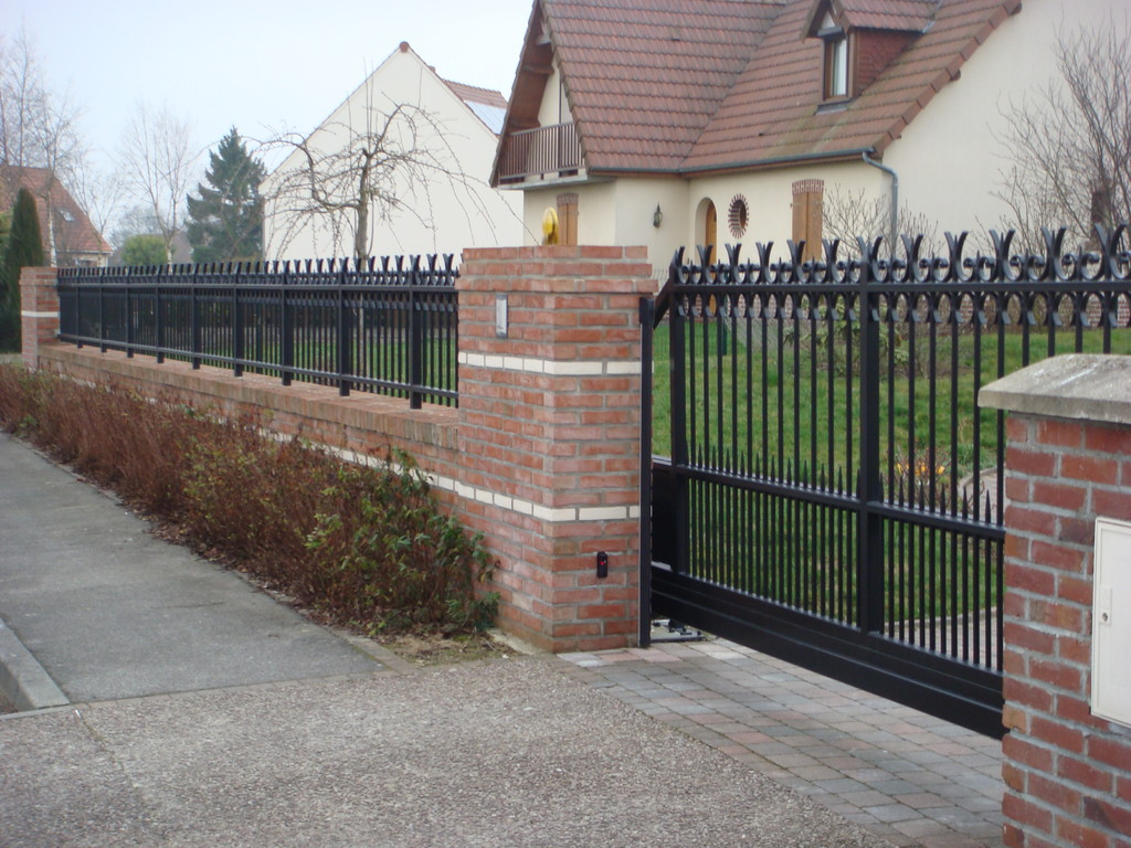 Portail autoporté automatique et clôture