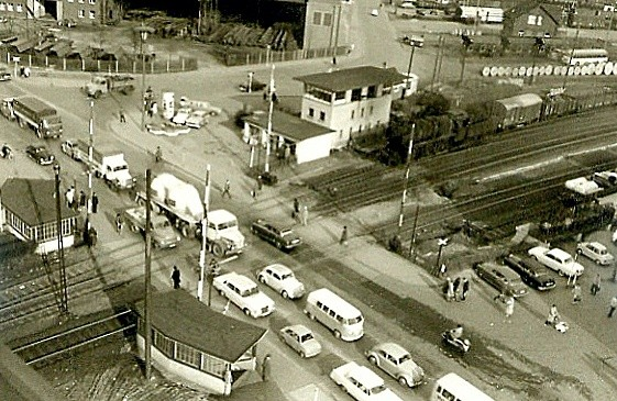Weidenau, Haardter Brücke 1962:  Lok der Baureihe 50 mit Güterzug im Bahnhof Weidenau (Aufnahme: Sammlung Burkhard Schneider, Weidenau)