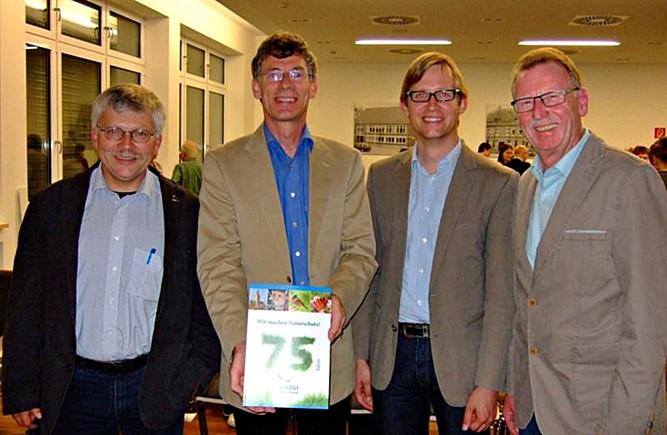 v. l. Hartmut Mai (NABU Landesgeschäftsführer), Dr. Peter Koswig (Vorsitzender NABU Korbach), Jens Deutschendorf (Erster Kreisbeigeordneter) und Reinhold Sude (Magistratsmitglied))