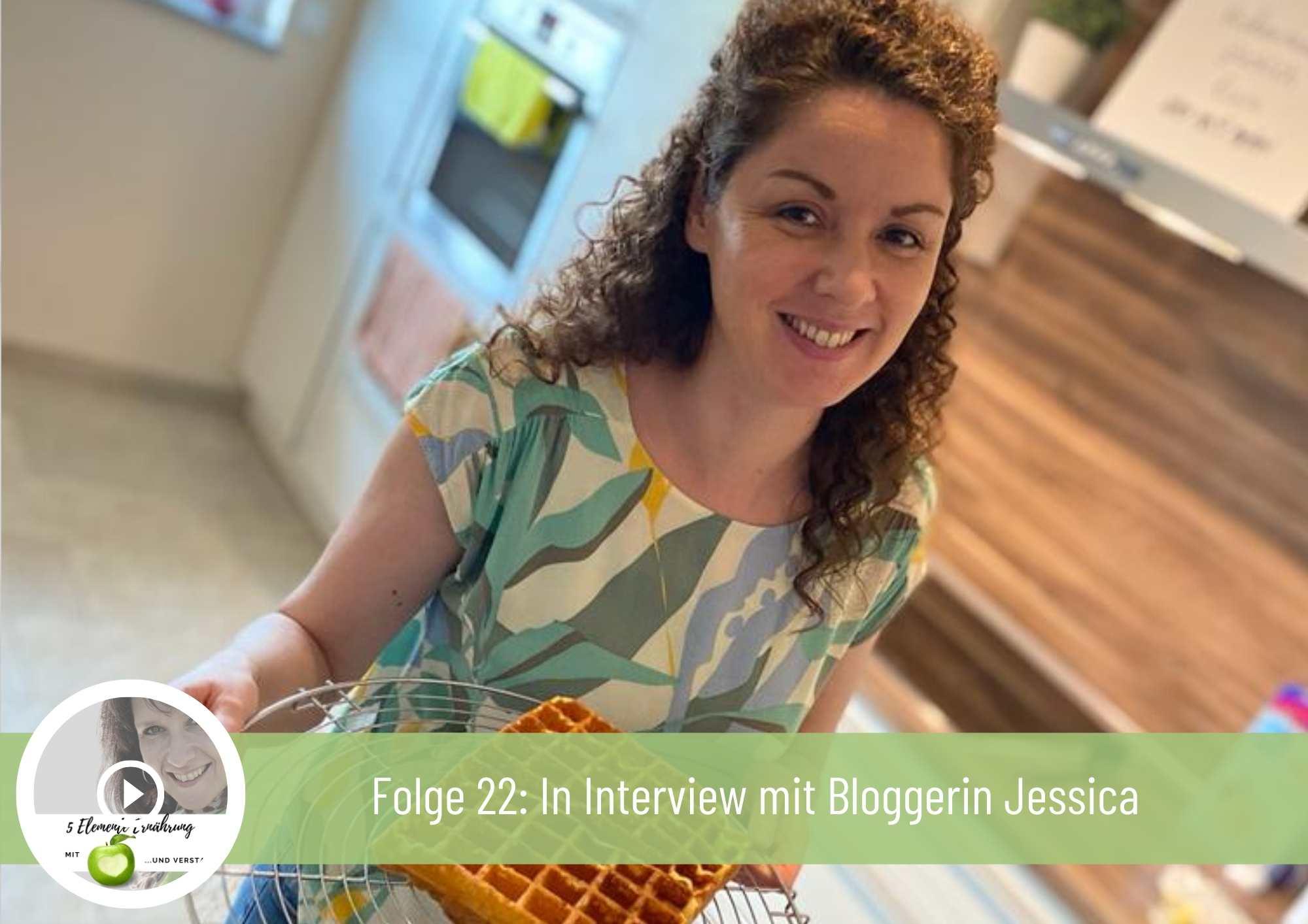 Logo eattolerant grüne Schrift braune Schrift auf Löffeln und grünes Blatt