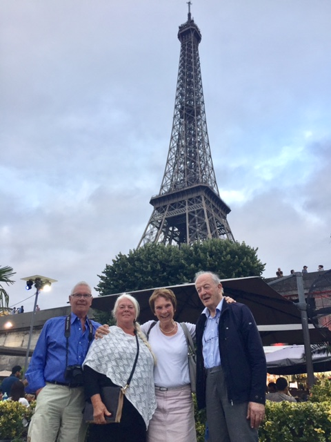 Antigone & Michael with Kiwanis-Friends from Sweden in front of the Eiffel Tower