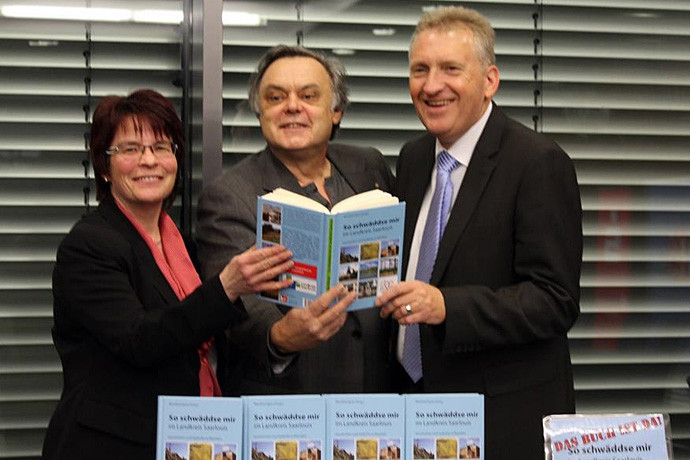 Frau Schuh (Kreissparkasse Saarlouis), Manfred Spoo (Herausgeber), Patrik Lauer (Landrat) - Sie waren sich einig: Tolles Buch, tolle Veranstaltung!