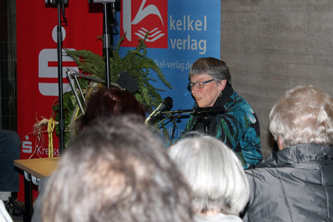 Marlies Böhm aus Dillingen eröffnet die Lesung