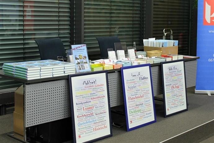 Büchertisch des Kelkel-Verlags