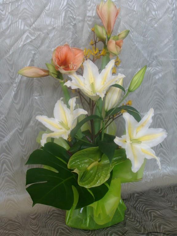BE4-amaryllis saumon, lis blanc, anthurium vert, anigozanthus jaune