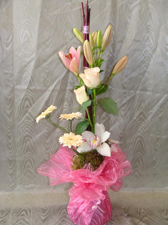 BE1-lis rose, rose rose, germini crème, cymbidium blanc