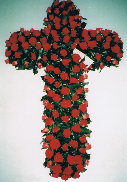 C3-La Croix de roses rouges