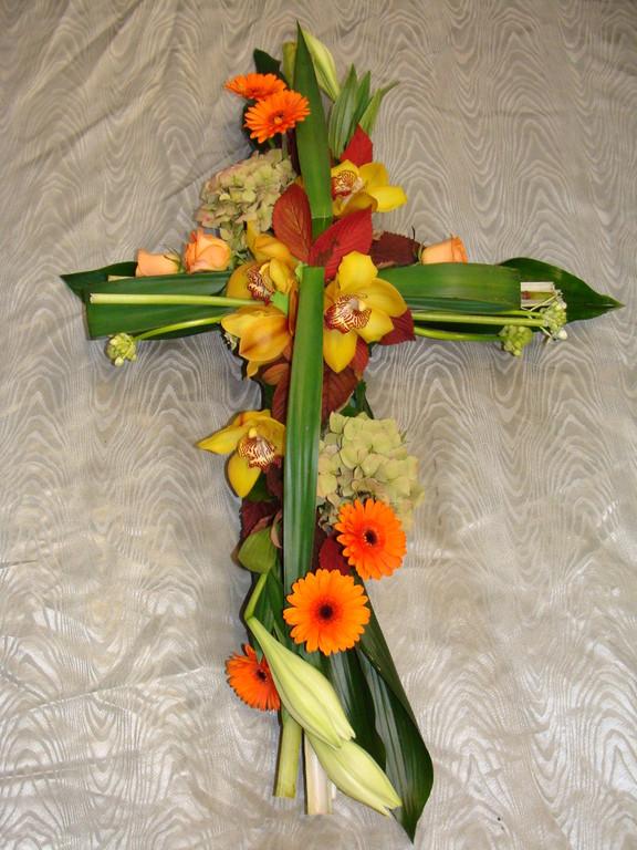 C5-La Croix moderne en fleurs variées
