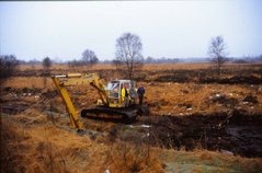 Ein Vorfluter muss verlegt werden, weil er zu viel Wasser aus dem Moor zieht.