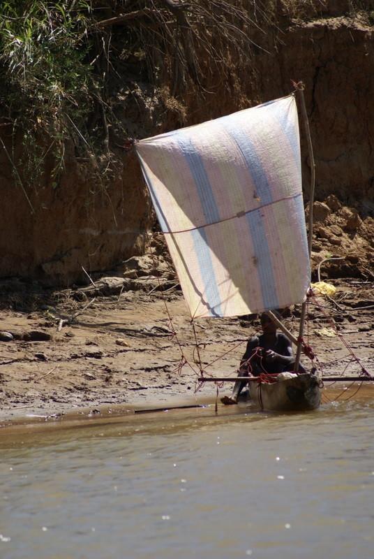Un pêcheur pres du Tsingy de Bemaraha