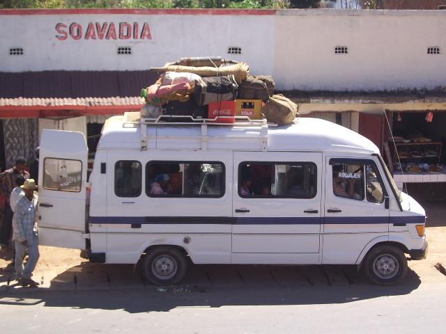 Taxi-brousse sur le Haut Plateau