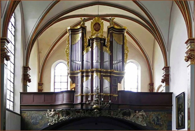 Die Ludwig- König-Orgel nach Fertigstellung der restauratorischen Neufassung