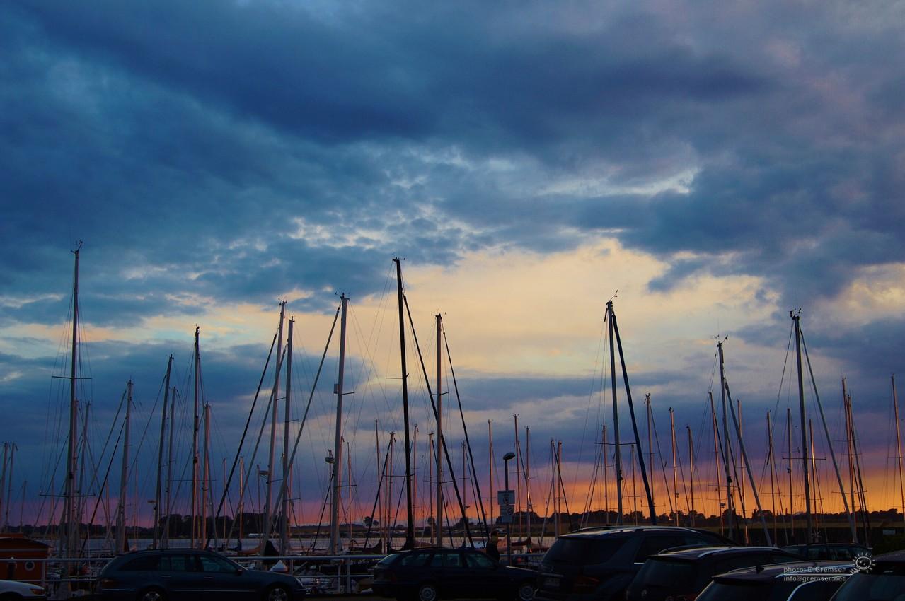 Abendliche Hafenstimmung an der Ostsee
