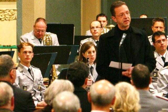 Rückblick 26.11.2014: Pfr. Dr. Dreesmann wirbt in seiner Kirche für das Militär.
