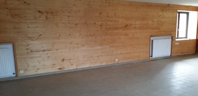 En prolongement et communiquant à l'Espace Multimédia, longère de 51 m² offrant un espace style loft aménagé