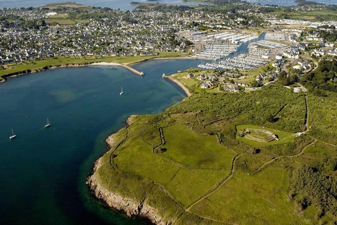 Le port du Crouesty et à droite le Petit Mont sur la presque île de Rhuys près d'Arzon. (Photo : Ouest-France)