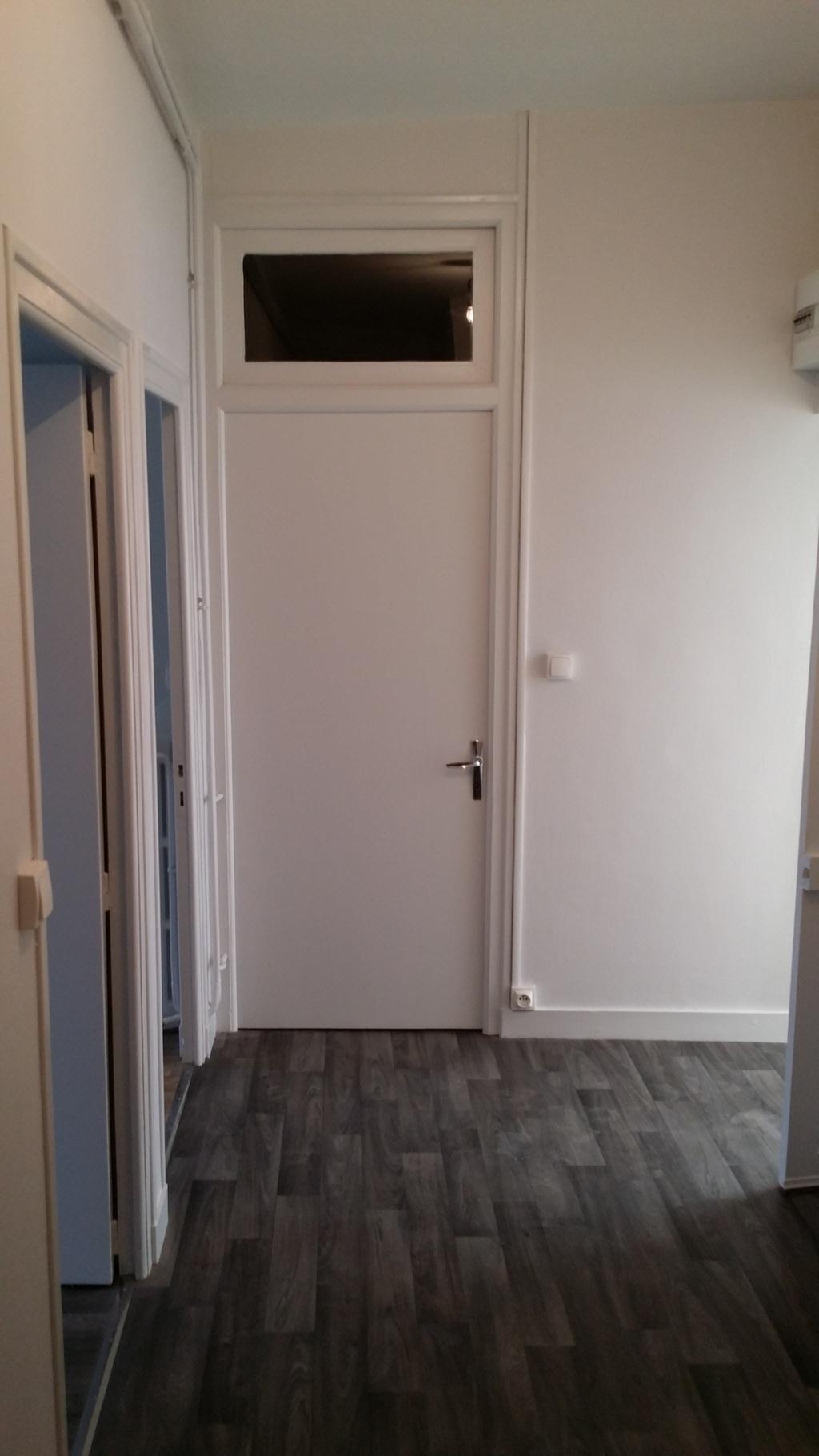 1er étage : Palier ouvrant sur la salle de bain
