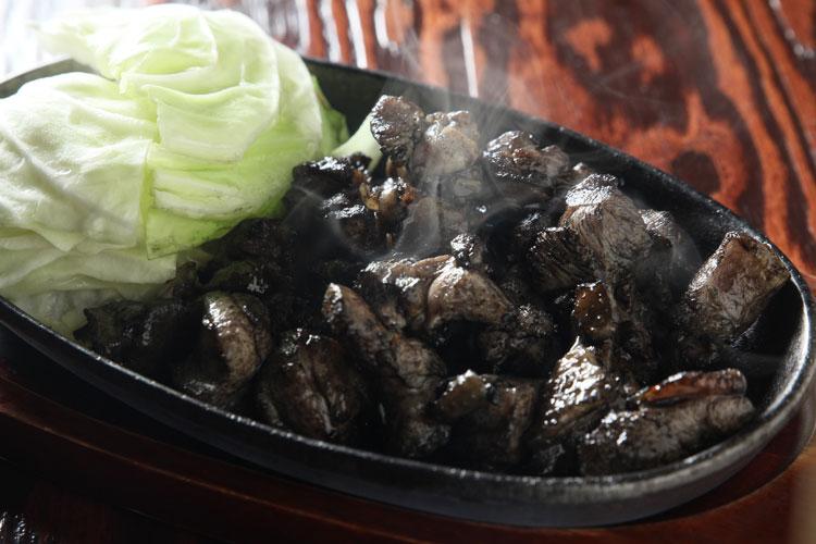 みやざき地頭鶏の籠焼き¥1,500/ハーフ¥980