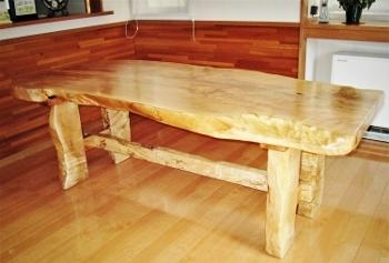トチのダイニングテーブル