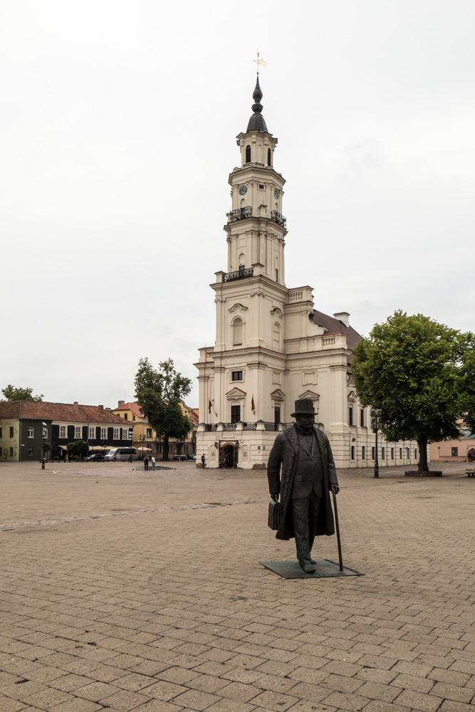 Kaunas, der Stadtschreiber vor dem Stadthaus