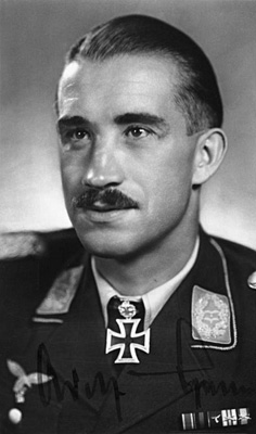 Oberstleutnant Adolf Galland 1942 Quelle: Bundesarchiv