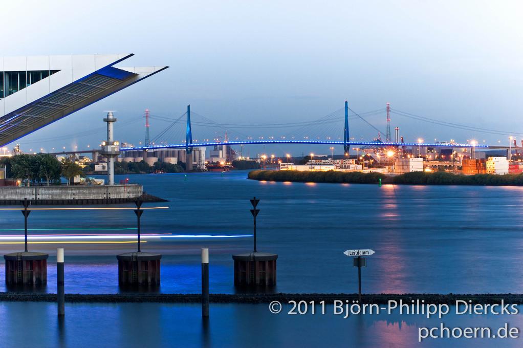 Köhlbrandbrücke Dockland Blau