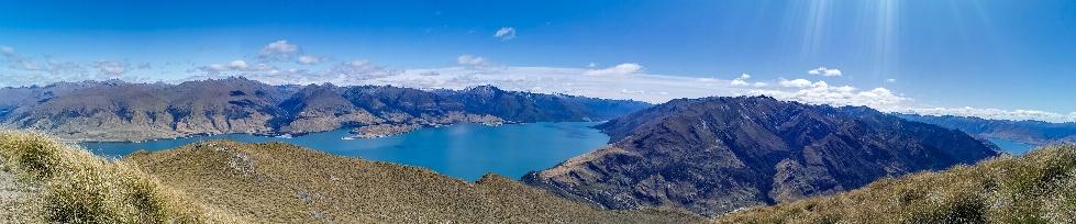 """Panorama mit beiden Seen, die Landmasse in der Mitte nennt sich passend """"the neck"""""""