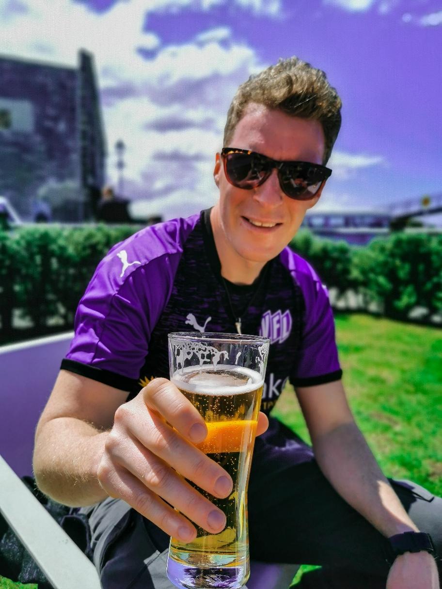 Bier im VfL Trikot. Leider gab's nachher ne Niederlage