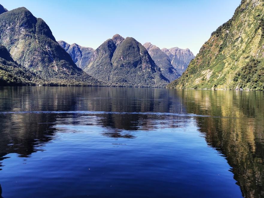 So ruhig war das Wasser, dass sich die Berge spiegeln