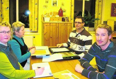 Treffen in der Geschichtswerkstatt: Christina Wipper, Hella Hallert (Geschichtswerkstatt Neukieritzsch), Andreas Bodenlos, Lars Philipp (Neue Helene Großzössen).