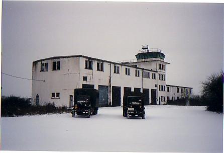 DREUX AIR BASE en 1994 ( la tour de contrôle et garages des pompiers )
