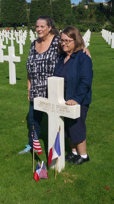 Patsy MILLER et Lanell ALLEN sur la tombe de Edward en 2017