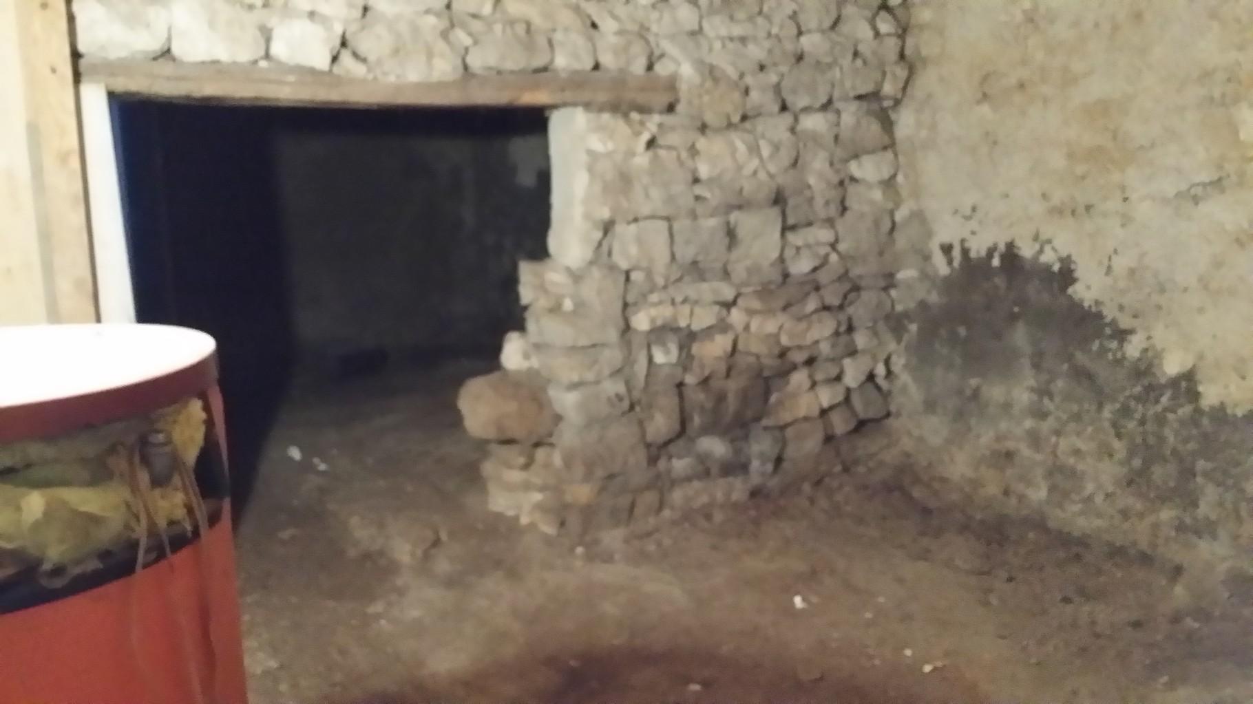 accès cave centrale vers cave intermédiaire après intervention.