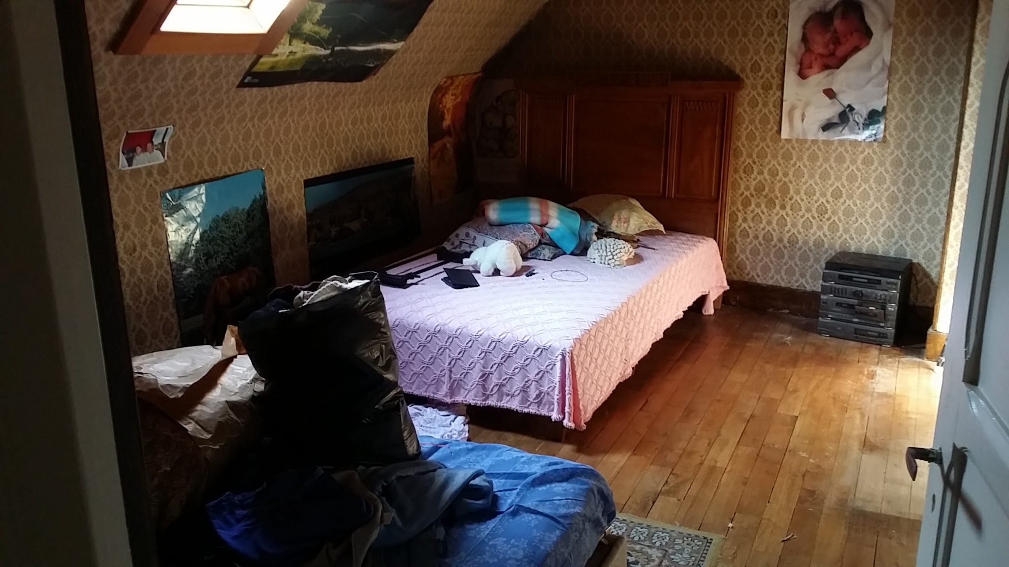 une autre chambre, à rafraîchir....