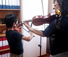 西大寺こどもバイオリン教室レッスン風景