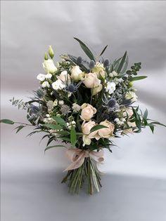 Bouquet de mariée champêtre, bleu et blanc, le clos des roses 50 euros