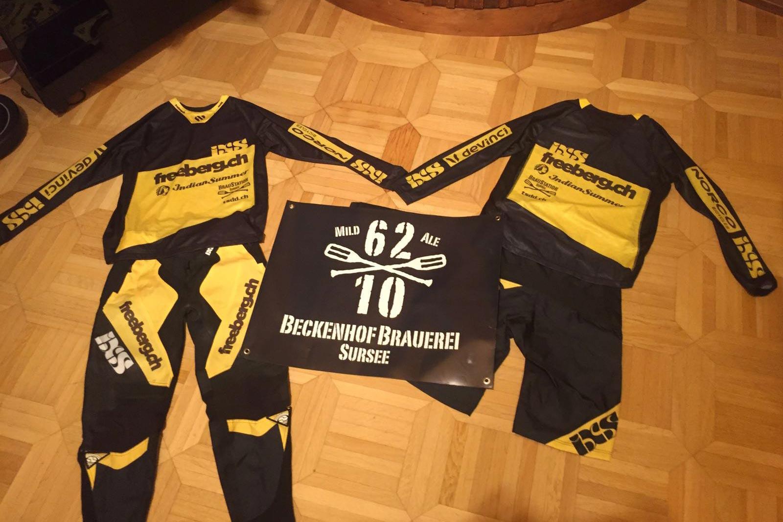 Race-Trikots für die Teamfahrer des Freeberg-Teams