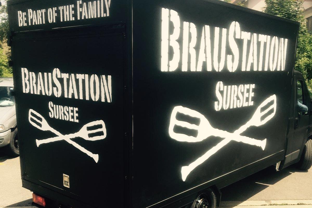 Vollfolierung und Beschriftung vom Bus der Braustation