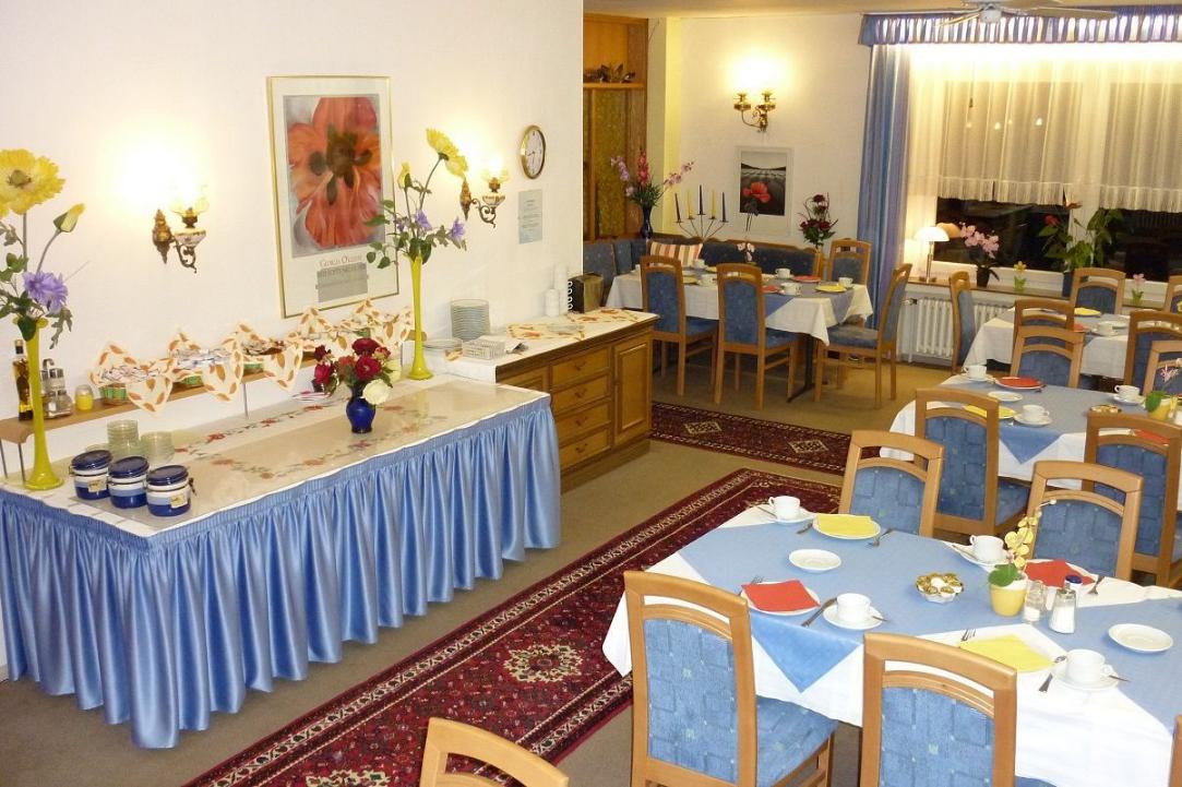 weihnachtsarrangement weihnachten im harz hotel hecker. Black Bedroom Furniture Sets. Home Design Ideas