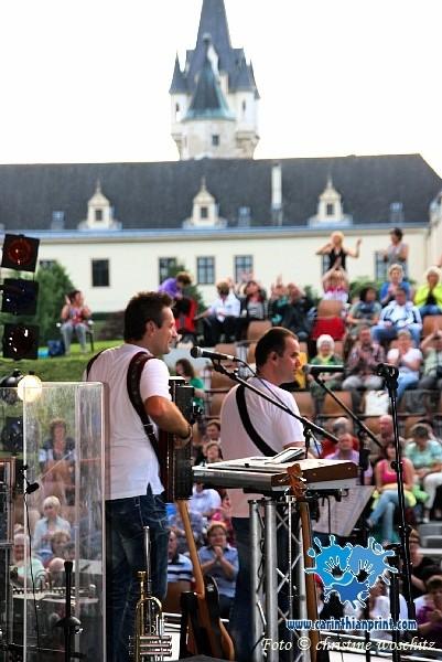 Im Hintergrund das Schloss Grafenegg