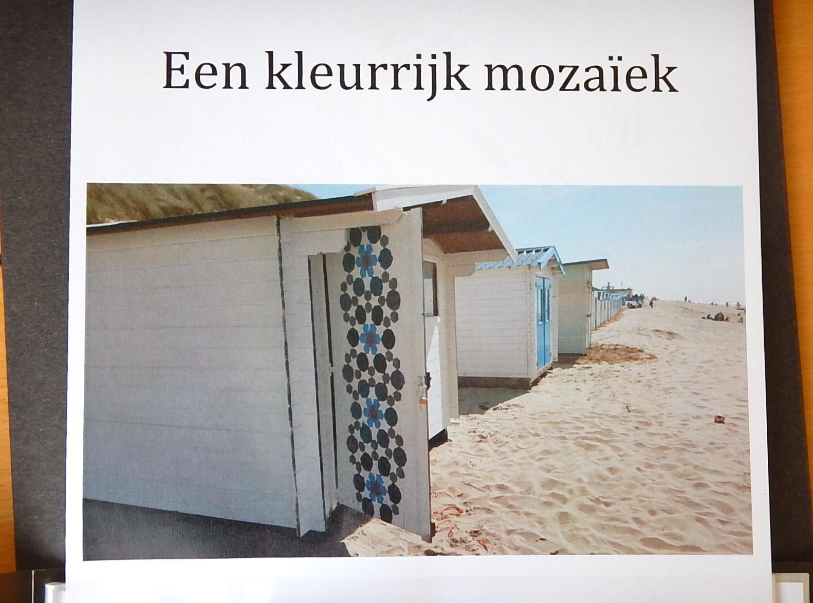 Dit strandhuisje heeft een mooie versiering gekregen. Het eerste geometrische patroon dat in de openbare ruimte is te zien op Texel!