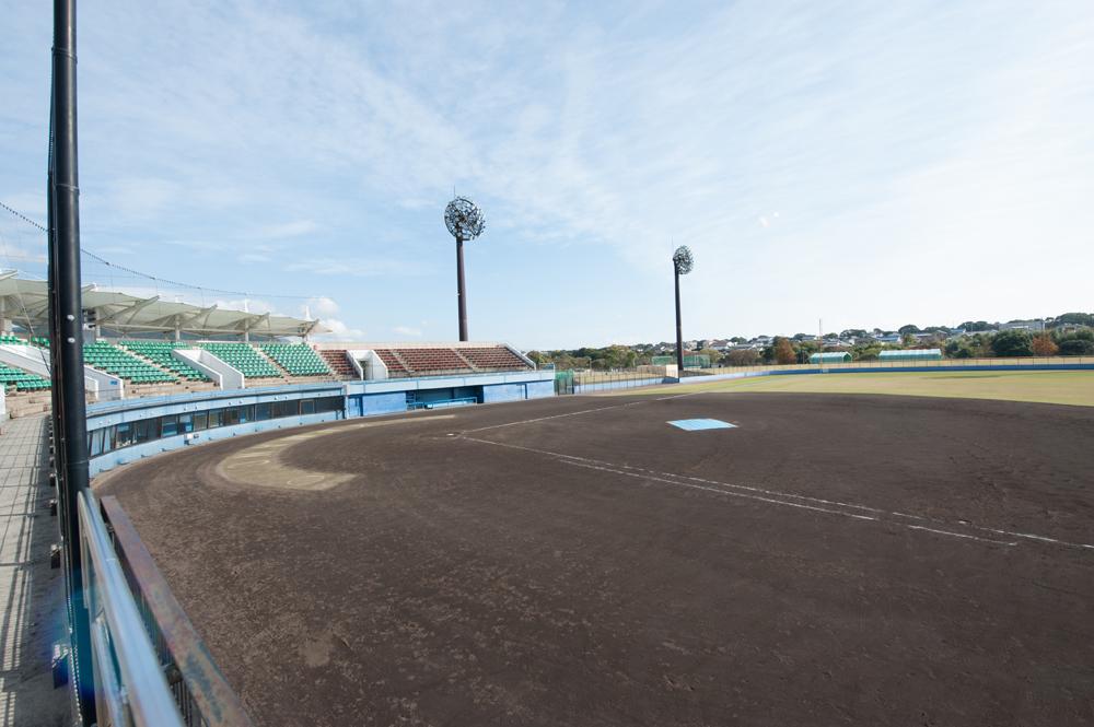山崎運動公園のスタジアムはナイターを完備しております。