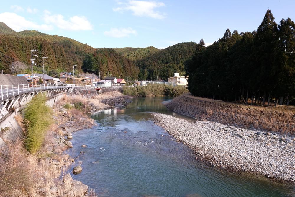 清流大又川です。飛鳥町、五郷町に流れています。川遊びや鮎釣ができます。