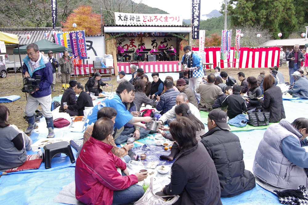 年に一度、全国でも珍しいどぶろく祭りが開かれます。