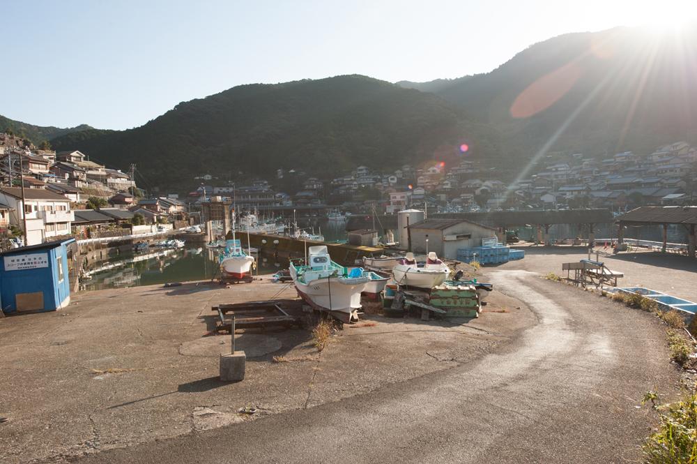 漁港があり、船の往来も盛んです。