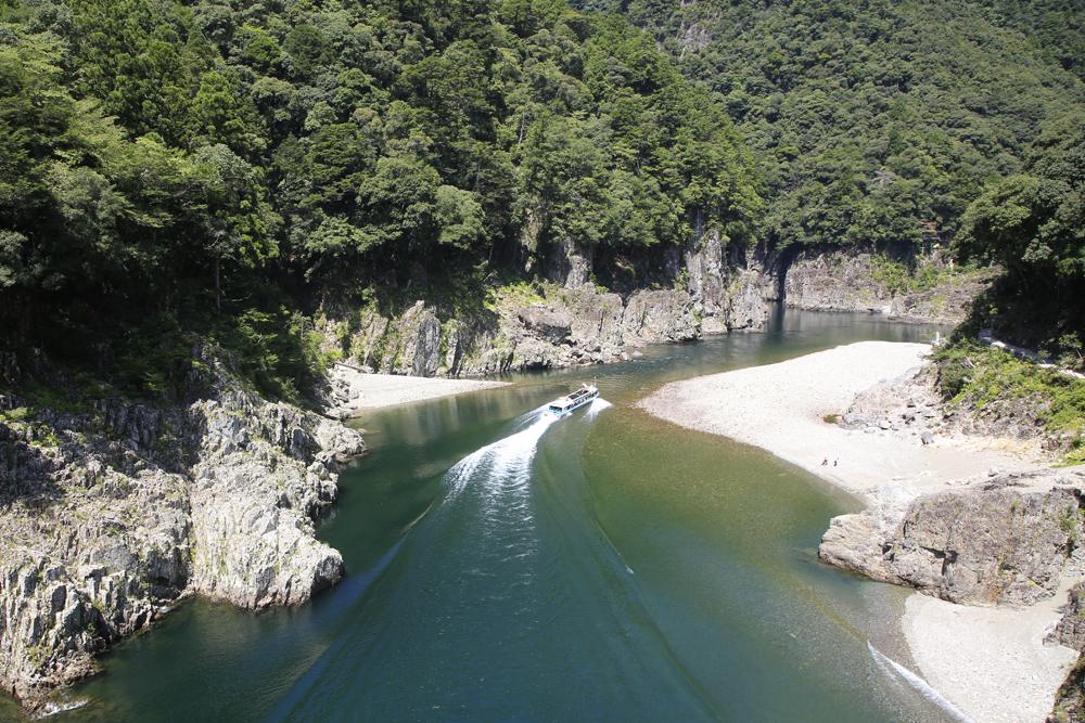 熊野を流れる北山川のジェット船です。三重、奈良、和歌山の三県を走ります。