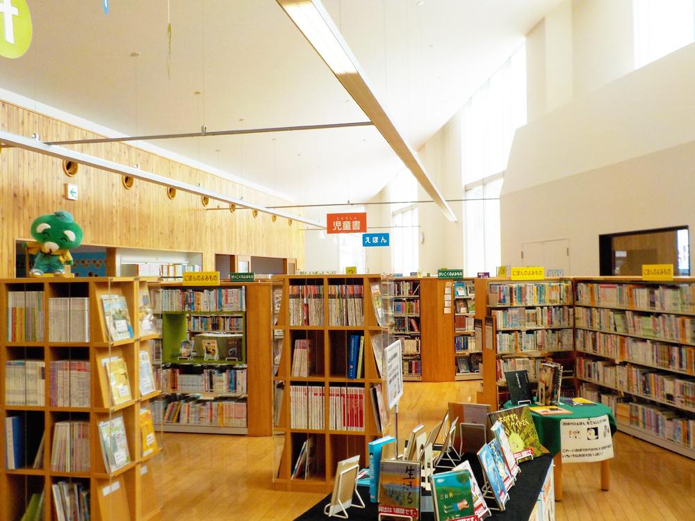 蔵書が豊富な熊野市立図書館。児童書も充実しております。