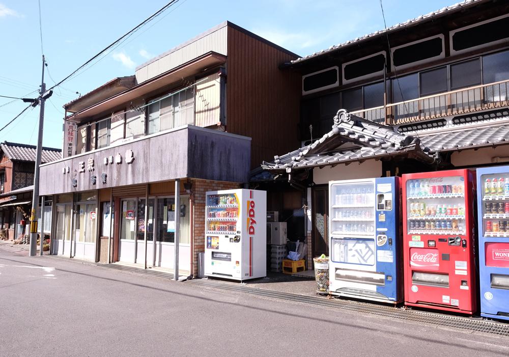 紀和町入鹿地区には昔ながらの商店が残っています。
