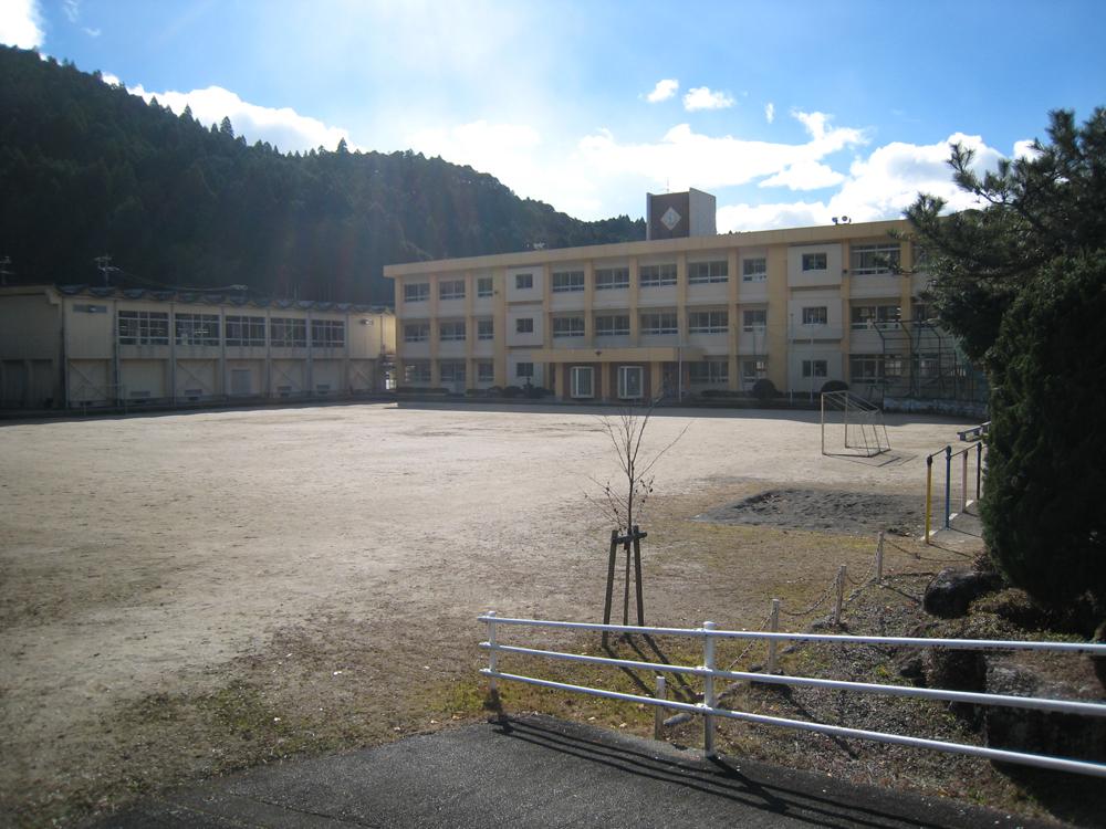 飛鳥町の学校です。